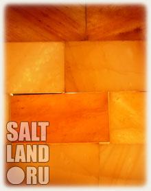 Пример стены из соляных кирпичей со светодиодной подсветкой