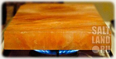 Разогреваем соляную плиту (плитку) на газу