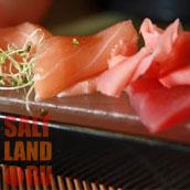 Рол из красной рыбы, имбирь, солевая плитка